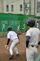 休校を前に、練習に励む佐賀北高の野球部員=19日、佐賀市の同校