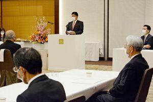 県町村議会議長会であいさつする松尾会長=佐賀市のホテルマリターレ創世佐賀