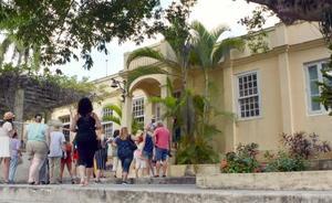 ヘミングウェーがかつて住んだ家を改装した博物館「フィンカ・ビヒア」=2日、キューバ・ハバナ郊外(共同)