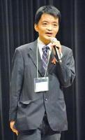 「HIV感染者だからと偏見を抱いたり、差別しないで」と訴える洪久夫さん=佐賀市のアバンセホール