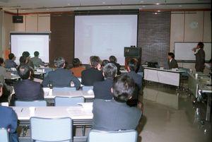県内の高度情報化を推進したネットコムさが推進協議会の事業概要・利用説明会=1998年12月、佐賀市