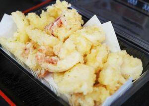水揚げした日にさばき、自宅に届けられる剣先イカの天ぷら(提供写真)