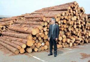 山林の計画的な管理体制を整え、良質の木材生産を目指す伊万里木材市場の林雅文社長=伊万里市