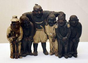 小笠原長行が唐津焼の陶工に作らせたという「五大洲統一人形」(久敬社蔵)。老中時代に外国事務総裁などを務め、開国派だった長行の世界への思いが伝わる