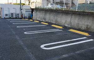 遺体が見つかった車が止めてあったコンビニ駐車場=22日午前、横浜市