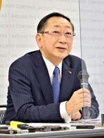 肥前山口駅の駅名変更について所感を述べたJR九州の青柳俊彦社長=福岡市の同社
