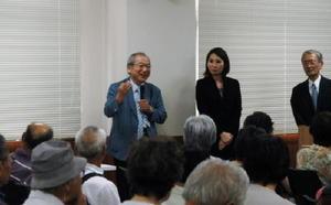 参加者からの質問に答える工藤病院長(左)=福岡県大川市の高木病院