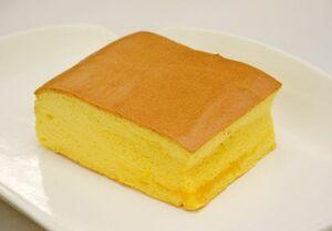 甘さ控えめで卵の風味が際立つLULUの「台湾カステラ」594円。素朴でどこか懐かしい味わいを楽しんで