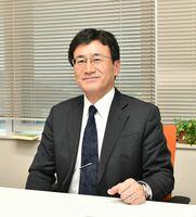 コロナ下における部活の感染対策を調査した西九州大の渡瀬浩介准教授=神埼市の同大