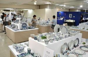 培った匠の技と伝統美を誇る「400年有田の魅力展」=佐賀市の佐賀玉屋