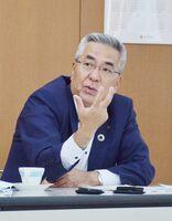 劣後ローンの取り組みなどについて説明する佐賀銀行の坂井秀明頭取=福岡市