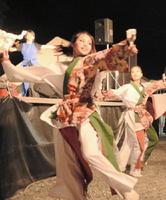 まつりのステージで力強い舞を披露したよさこいチーム=神埼市の櫛田通り商店街門前広場