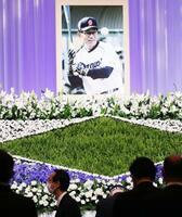 プロ野球中日で選手、監督として活躍した高木守道さんへの献花とお別れの会=26日、名古屋市