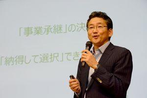 事業承継の基本的な考え方について解説する長坂道広氏=佐賀市のエスプラッツホール