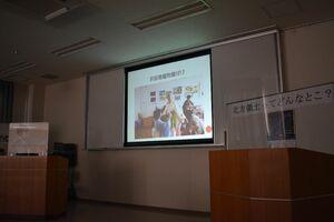 北方領土での交流会で、着物の着付けを披露したことを説明する、県地域婦人連絡協議会の会員=佐賀市の県婦人会館