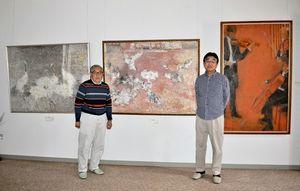 美術館の館長の金子正彦さん(左)と宮地恭佳さん