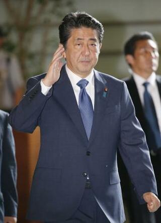 首相、靖国神社に玉串料を奉納