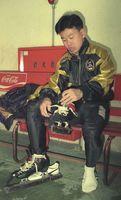 冬季五輪アルベールビル大会のスピードスケート・ショートトラック男子5000メートルリレーで銅メダルを獲得した石原辰義選手=平成5年12月撮影