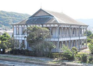 旧三菱合資会社唐津支店本館。写真の右側が海に向かっている=唐津市海岸通