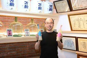 自ら杜氏(とうじ)も務める代表の小松大祐さん。「麴のプロである酒蔵が米と麴だけで作った、本物の甘酒をぜひ味わって」
