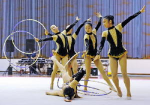 新体操女子団体 17・300の高得点で41連覇を達成した佐賀女子=佐賀市の市村記念体育館