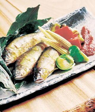 レシピ「鮎のコンフィと夏野菜  梅肉みそ添え」
