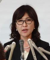 オスプレイ配備に関して「佐賀県側への丁寧な説明に努める」と語った稲田朋美防衛相=4日、防衛省