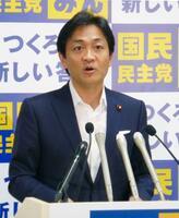 国民民主党の両院議員懇談会であいさつする玉木代表=2日午前、東京・永田町の党本部