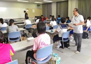 高校受験を希望する太良町内の中学生向けの学習会(昨年の様子、提供写真)