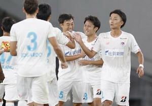 FC東京を破り、今季初勝利を挙げ喜ぶ鳥栖イレブン=1日、味スタ
