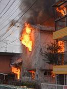 佐賀市城内で民家全焼、隣家に延焼も