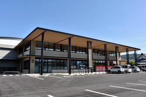 新庁舎の運用が始まった浜玉市民センター=唐津市浜玉町