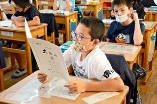 【動画】学期途中で通知表「変な感じ」 有田の4小学校コロナ禍で年2回に