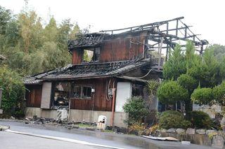 吉野ヶ里で民家全焼、焼け跡から1人の遺体