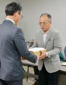 住民の会、佐賀県に質問書 計画反対の署名8376筆提出 …