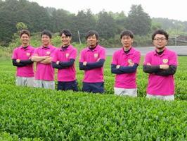 嬉野茶のPRや品質向上に取り組む嬉野茶業青年会のメンバー