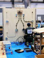 愛媛県で開催された若年者ものづくり競技大会で、配線工事を行う松尾泰希さん(提供)