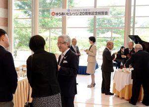 ゆうあいビレッジの20周年を記念して開かれた祝賀会=鹿島市