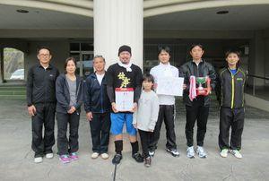 松浦町民ミニバレーボール大会で優勝した下平チーム