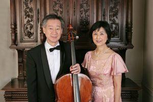 デュオハヤシの林俊昭さん(左)と由香子さん(提供)