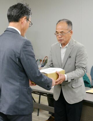 住民の会、佐賀県に質問書 計画反対の署名8376筆提出 オスプレイ配備計画で