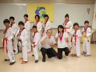 世界女王に地元歓喜 テコンドー濱田選手