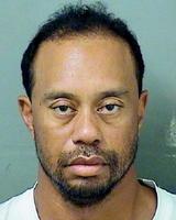 米フロリダ州パームビーチ郡の保安官事務所が撮影、公表した男子ゴルフのタイガー・ウッズ選手の写真(ロイター=共同)