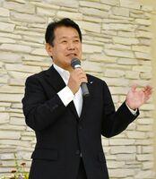 地域に密着した番組づくりなどについて語る古賀一彦社長=佐賀市のホテルグランデはがくれ