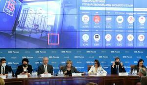 19日、モスクワでロシア下院選の中間集計結果を発表する中央選管の記者会見(タス=共同)