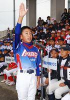 力強く選手宣誓する平原spiritsの脇山希来主将=佐賀市の佐賀ブルースタジアム