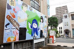 エンジェルストリートにお目見えした佐賀北高美術部による作品=佐賀市中央本町の玉屋立体駐車場