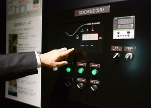 松尾建設が開発した節電システム。生産体制を確立し、九州全体に販売網を拡大している=佐賀市の同社新本店