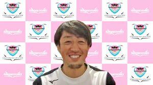 サッカースクールの生徒からの質問に答えるサガン鳥栖の高橋義希選手