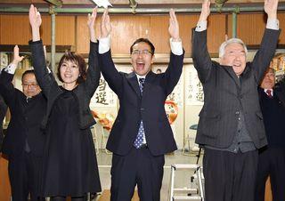 嬉野市長に35歳村上氏 県内首長で最年少